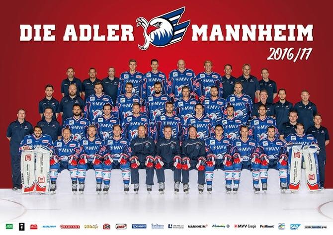Gruppenfoto des Eishockeyteams Adler Mannheim von der Saison 2016/17