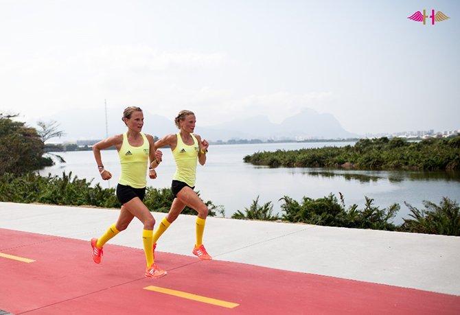 Anna et Lisa Hahner en train de courir
