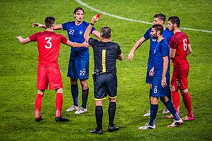 Fußball: Karten und Strafstöße