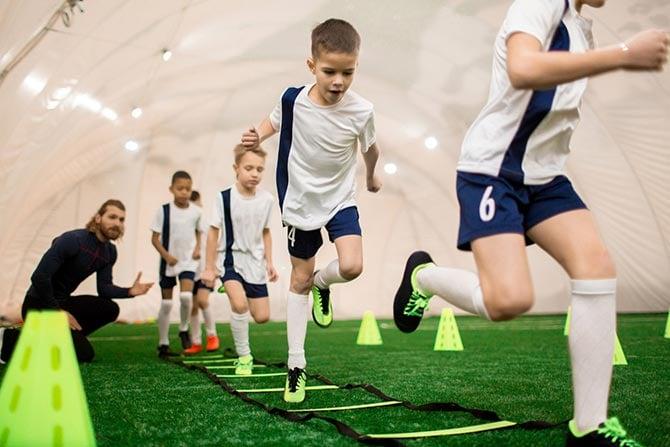Übung im Kinder- und Jugendtraining im Fußball