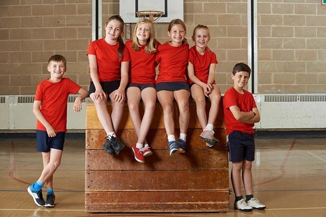 Kinder beim Handballtraining