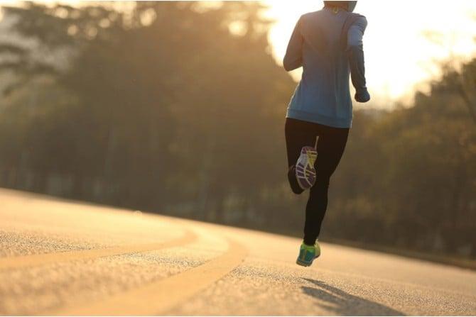 Die richtigen Laufschuhe sind für gesundes Training wichtig.