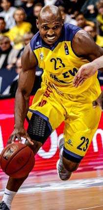 Joueur de basketball avec un maillot de basketball personnalisé owayo