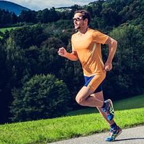 Runner con maglia running personalizzata owayo