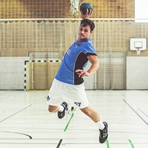 Handball player in customized handball jersey from owayo
